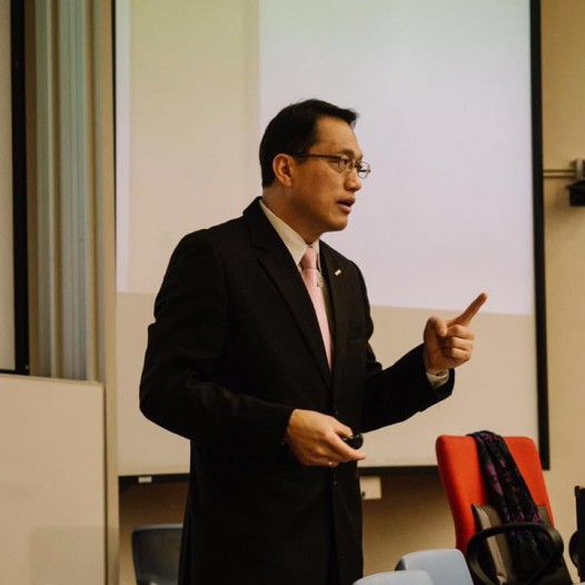 "(HK) Dr. Lawrence Wong talked about ""New Business Models in the Internet+ Era"" to master students in CityU"