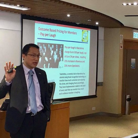 "(HK) Dr. Lawrence Wong spoke about ""Big Data Applications and Its Values"" for CityU MBA."