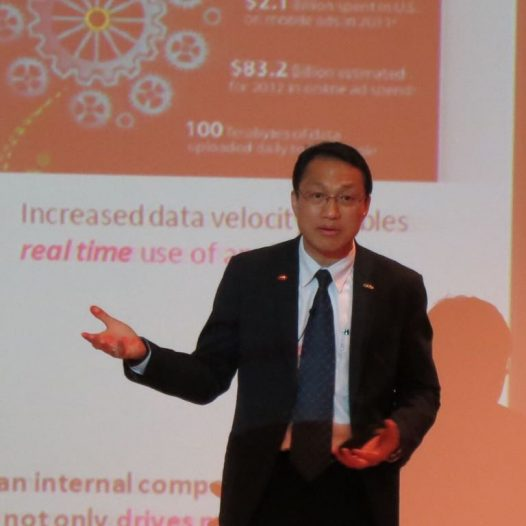 "(HK) Dr. Lawrence Wong conducted a seminar ""Applying Big Data with Use Cases"" for Sun Hung Kai Properties."